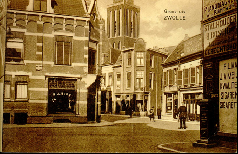 6470 PBKR2371 Gezicht op de kruising Kamperstraat - Luttekestraat, ca. 1925. Een politie agent regelt het verkeer (dat ...
