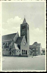 6532 PBKR0100 De Sint-Jozefkerk (gebouwd 1932-1933 door Johan H. Sluijmer sr.) aan de Assendorperstraat.Een deel van de ...