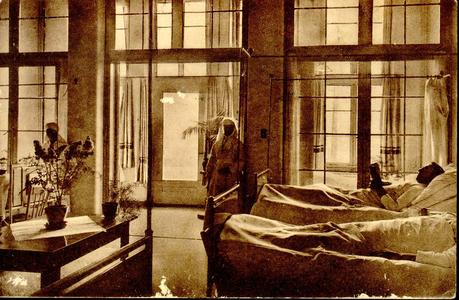 6601 PBKR1242 Mannenzaal VII met patiënten en zusters in het nieuwe gedeelte uit 1930 van het R.K. ziekenhuis aan de ...