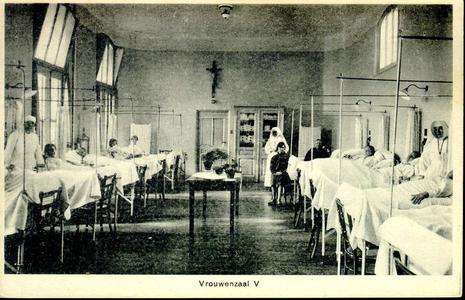 6604 PBKR1245 Vrouwenzaal V met patiënten en zusters in het oude gedeelte uit 1902 van het R.K. ziekenhuis aan de ...