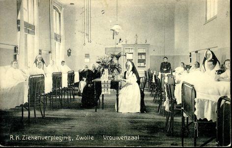 6605 PBKR1246 De vrouwenzaal in het oude gedeelte uit 1902 van het R.K. ziekenhuis aan de Blekerstraat. Dat was ...
