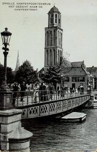 6667 PBKR1847 Gezicht vanaf de Beestenmarkt (tegenwoordig Harm Smeengekade) op de Kamperpoortenbrug. Deze draaibrug uit ...