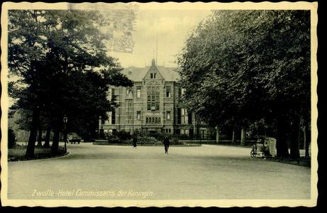839 PBKR3718 Ter Pelkwijkpark 22: het Gouverneurshuis (gesloopt maart 1985), 1942-1948. Rechts onder de bomen staat een ...