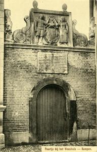 961 PBKR6011 Het poortje is in 1627 voor 50 gulden vervaardigd door steenhouwer Coenraet Crijnsen. In dat jaar was het ...