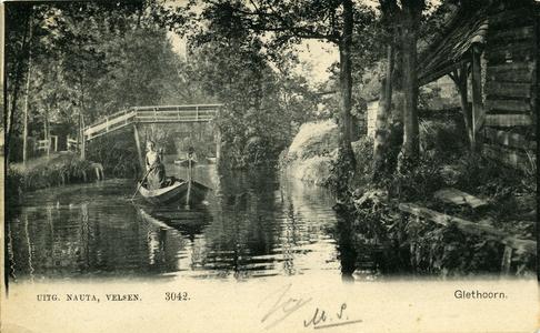 970 PBKR6020 Gracht in Giethoorn, met schuur, brug en vrouw in punter. De kaart is in 1905 afgestempeld., 1900-00-00