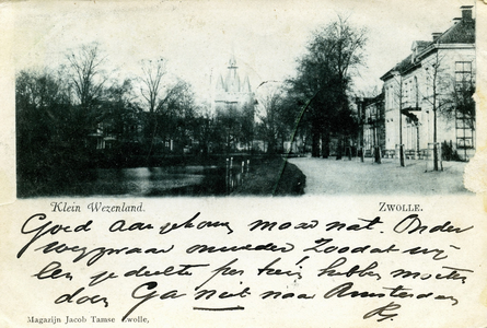985 PBKR6578 Zwolle:Het Klein Wezenland (vanaf 1933 Burg. Van Roijensingel geheten), genomen vanaf het voetpad langs de ...