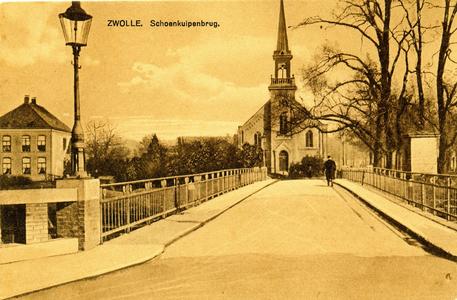 986 PBKR6579 De Schoenkuipenbrug is genoemd naar de schoenmakers die in de 17e eeuw hun looikuipen hadden aan de ...