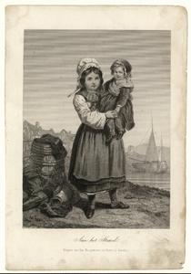52 -TP001007 Strandtafereel van een meisje dat een klein meisje op de arm draagt. Op de achtergrond ligt een schip. ...