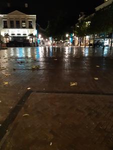 606 Een lege Grote Markt in Zwolle, niet als gevolg van het mindere weer maar van de tweede lockdown van de horeca ...