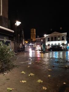 607 Een lege Grote Markt in Zwolle, niet als gevolg van het mindere weer maar van de tweede lockdown tijdens Corona. Op ...