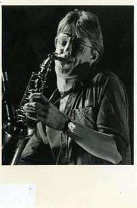 Popburo 5 jaar : optreden Tom Barlage op saxofoon met gelegenheidsformatie in Het Viadukt