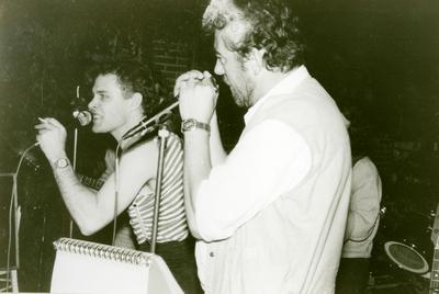 Act(naam) : TBR Blues Band. <br/>Beschrijving: Eddy Koekkoek (zang), Henk ter Veld (mondharmonica). <br/>Gelegenheid: openlucht optreden. <br/>Locatie: Blijham. <br/>Datum: 1980.