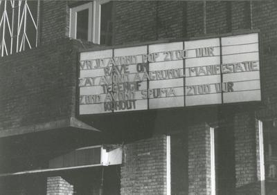 Rave-On : aankondiging optreden van o.a. Rave-On aan de buitenwand van het Grand Theatre
