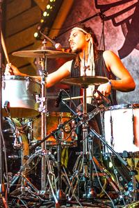 Noorderslag 2016 : My Baby drummer Joost van Dijck tijdens een optreden in de Foyer Grote Zaal, van de De Oosterpoort