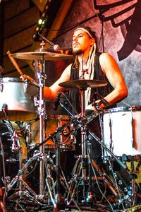 Noorderslag 2016 : My Baby drummer Joost van Dijck tijdens een optreden in de Foyer Grote Zaal van De Oosterpoort