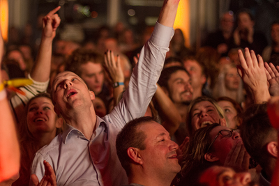 Noorderslag 2016 : publiek tijdens het optreden van My Baby in de Foyer Grote Zaal van De Oosterpoort