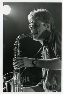 Popburo : optreden gelegenheidsformatie met saxofonist Tom Barlage