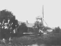 Boerderij met windmolen