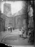Gezicht op kerk met toren zonder spits