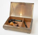 8 Metalen doos met schrijfbenodigdheden