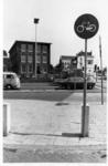 51680 Gezicht op het schoolgebouw Doornboomstraat 3 te Utrecht, vanaf de Amsterdamsestraatweg, met rechts de Weerdsingel W.Z.