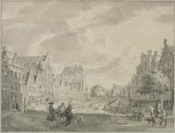 30387 Gezicht op de Oudegracht te Utrecht uit het zuiden ter hoogte van de Bakkerbrug (rechts buiten beeld) met op de ...