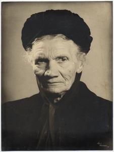 Een portret van  Moeder  Vermeulen